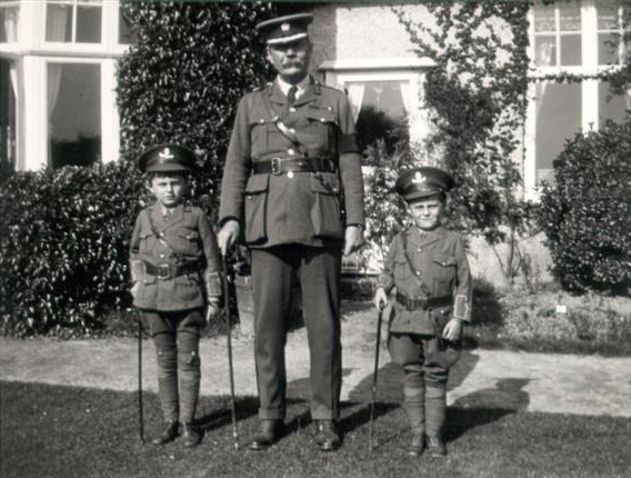 File:1916ca-arthur-conan-doyle-denis-adrian-dressed-as-soldiers.jpg