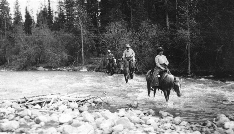 File:1920s-arthur-conan-doyle-riding-in-usa-or-canada.jpg