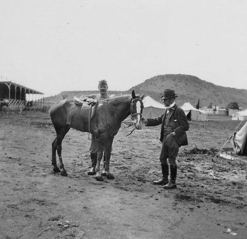 File:1900-arthur-conan-doyle-with-horse-in-south-africa.jpg