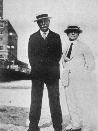 File:1922-arthur-conan-doyle-and-houdini-in-atlantic-city2.jpg
