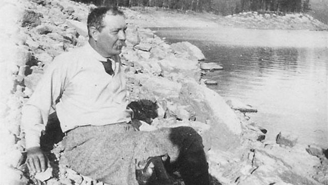 File:1914-arthur-conan-doyle-in-the-canadian-rockies.jpg