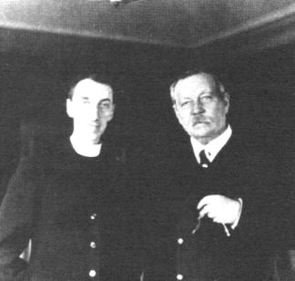 File:1920-arthur-conan-doyle-and-reverend-george-vale-owen2.jpg
