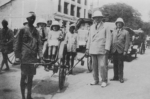 File:1920-09-arthur-conan-doyle-with-children-and-alfred-wood-colombo-ceylon-sri-lanka.jpg