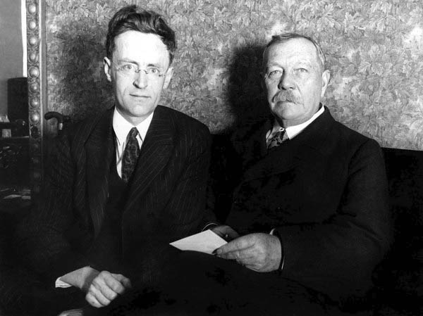 File:1923-arthur-conan-doyle-with-james-malcolm-bird-in-usa.jpg