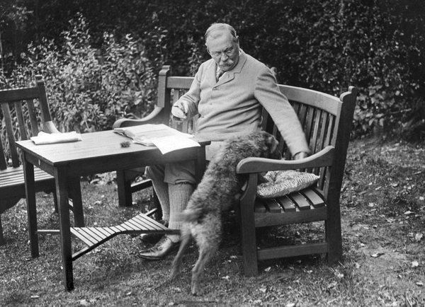 File:1927-arthur-conan-doyle-garden-bignell-wood-new-forest3.jpg