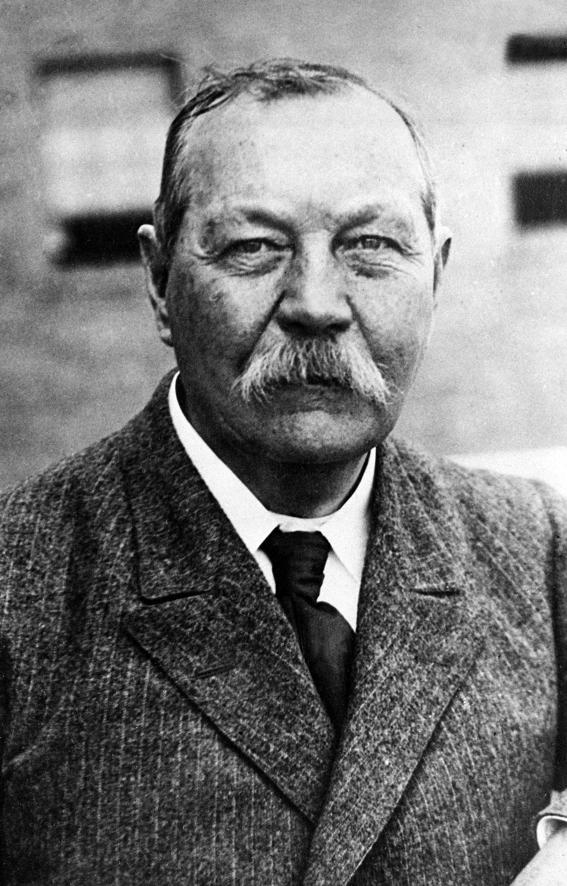 "arthur conan doyle build essay The red headed league has 8,530 ratings and 338 reviews ""the red headed league "" by sir arthur conan doyle is about a detective by the name of."