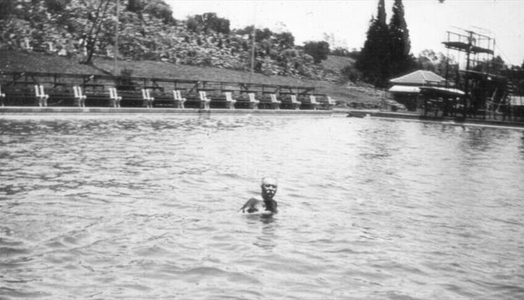 File:1928-12-arthur-conan-doyle-swimming-in-pietermaritzburg.jpg