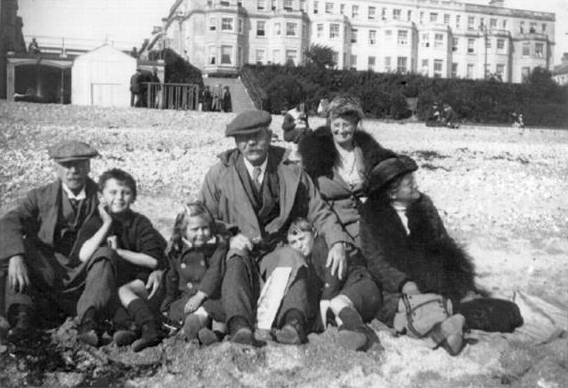 File:1916-arthur-conan-doyle-and-family-on-eastbourne-beach.jpg