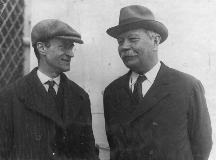 File:1923-arthur-conan-doyle-with-james-malcolm-bird-in-usa2.jpg