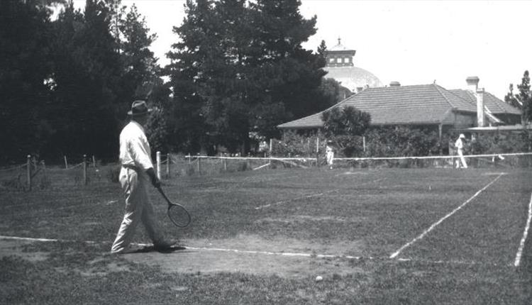 File:1920-arthur-conan-doyle-playing-tennis-in-australia.jpg