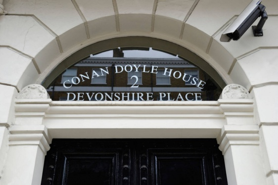 Fanlight-arthur-conan-doyle-2-devonshire-place-london.jpg