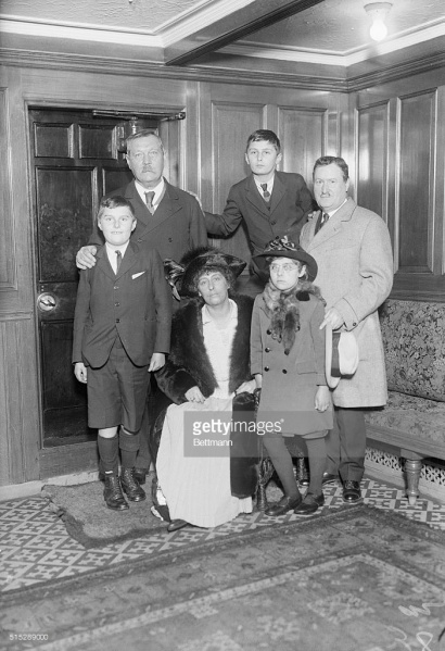 File:1922-arthur-conan-doyle-and-family-william-j-burns.jpg