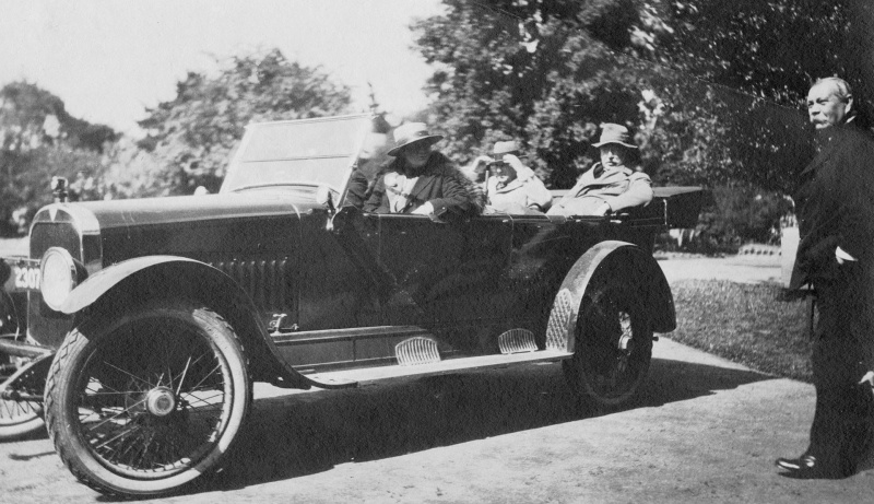 File:1921-arthur-conan-doyle-en-route-to-jenolan-caves.jpg