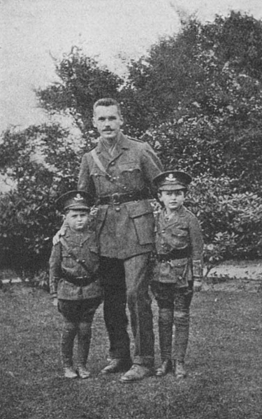 File:1916-09-kingsley-conan-doyle-with-adrian-and-denis.jpg