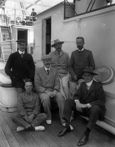 File:1900-07-arthur-conan-doyle-with-fletcher-robinson-and-archie-langman.jpg