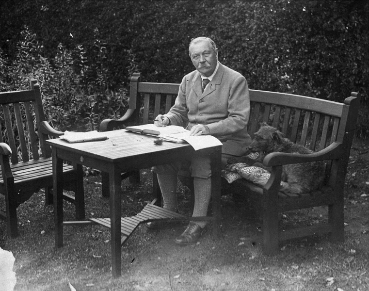 File:1927-arthur-conan-doyle-garden-bignell-wood-new-forest1.jpg