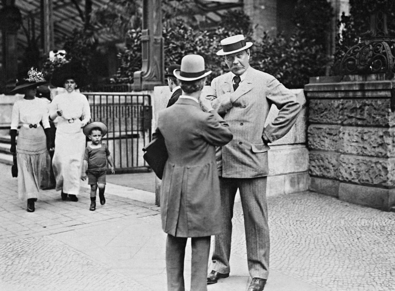 File:1911-arthur-conan-doyle-in-berlin.jpg