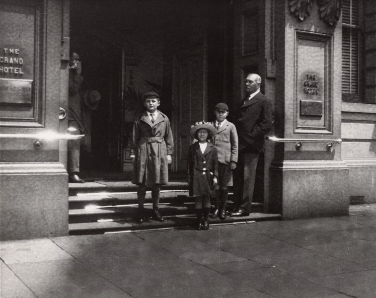 File:1920-11-acd-children-grand-hotel-melbourne-australia.jpg