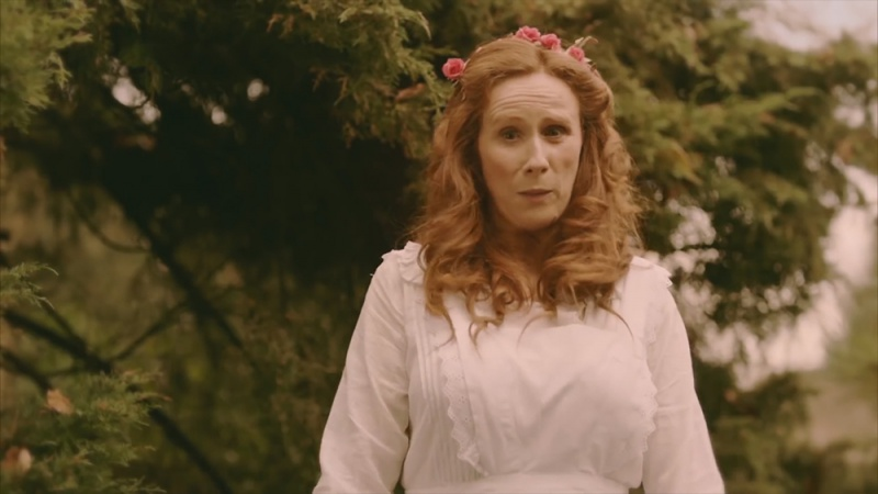 File:2016-drunk-history-uk-S02E05-elsie-wright.jpg