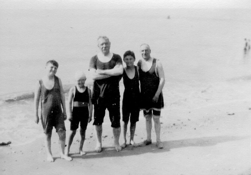 File:1920s-arthur-conan-doyle-with-children-and-major-wood-in-bathing-suits.jpg