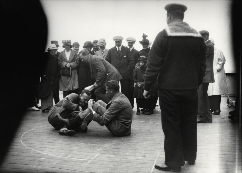 File:1914-arthur-conan-doyle-watching-leg-wrestling-aboard-ship.jpg