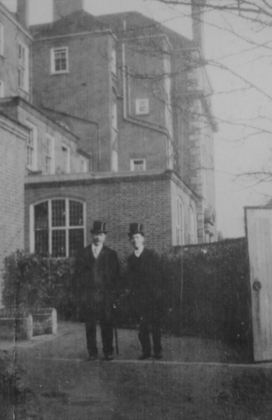 File:1907ca-arthur-conan-doyle-and-kingsley-at-eton.jpg