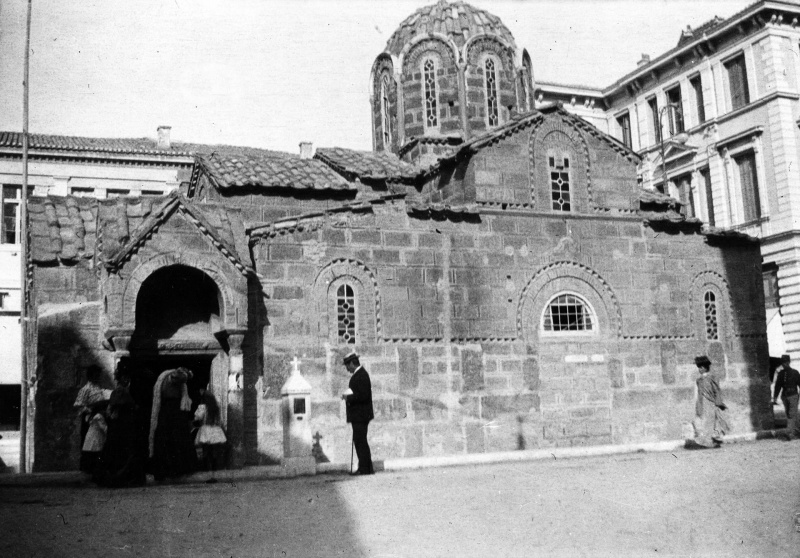 File:1907-arthur-conan-doyle-at-the-church-of-panagia-kapnikarea-in-athens.jpg