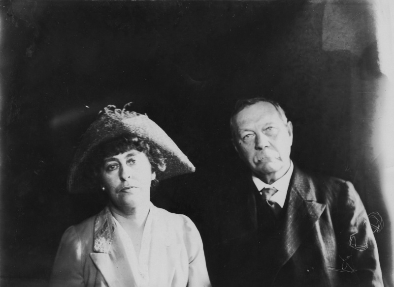 File:1920ca-arthur-and-jean-conan-doyle.jpg