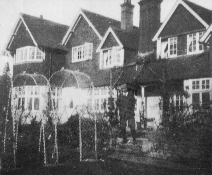File:1907-1930-arthur-conan-doyle-at-windlesham.jpg
