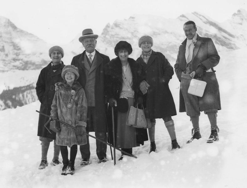 File:1924-12-arthur-conan-doyle-and-family-in-switzerland.jpg