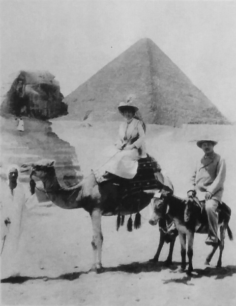 File:1907-arthur-and-jean-conan-doyle-pyramids.jpg
